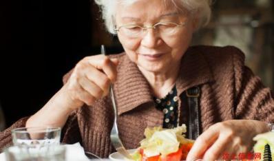 从嘴边挡住癌不得癌的吃法